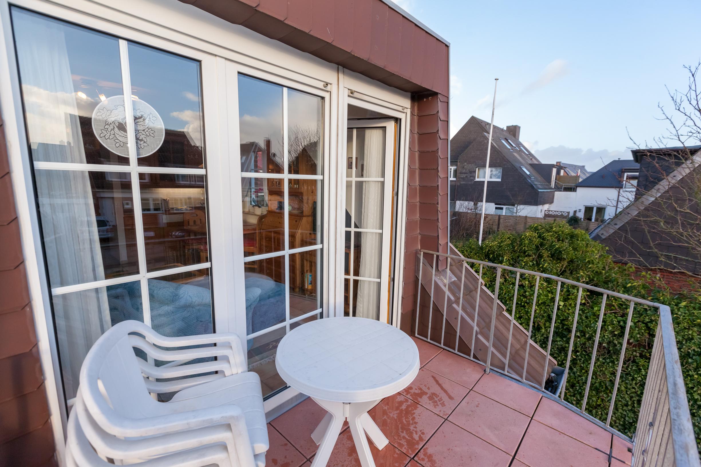 Balkon Klein Appartement : Sylter amsel amselweg wohnung og dg mit balkon zum süden